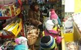 Darželinukai  lankėsi parduotuvėje